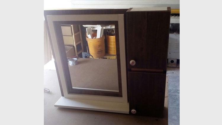 آینه باکس دار , وسایل چوبی