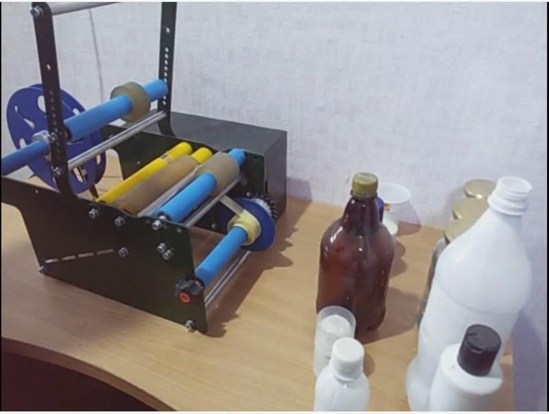 دستگاه لیبل چسبان نیمه اتومات