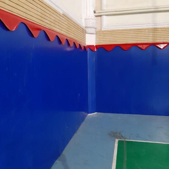 دیوارپوش سالن چند منظوره ورزشی , البسه ورزشی