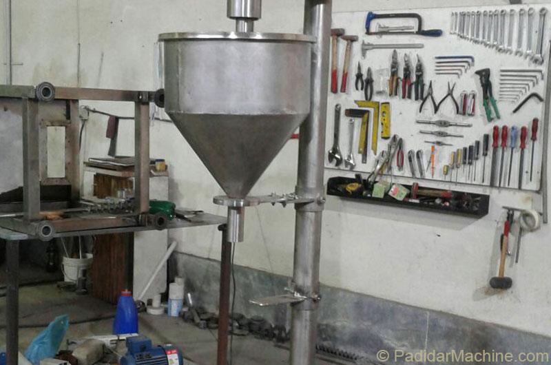 بخشی هایی از کارگاه تولیدی پدیدار ماشین