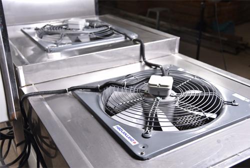 دستگاه شستشو خرما مدل 10 فن قادر است در هر یک ساعت یک تن خرما را شستشو  کند