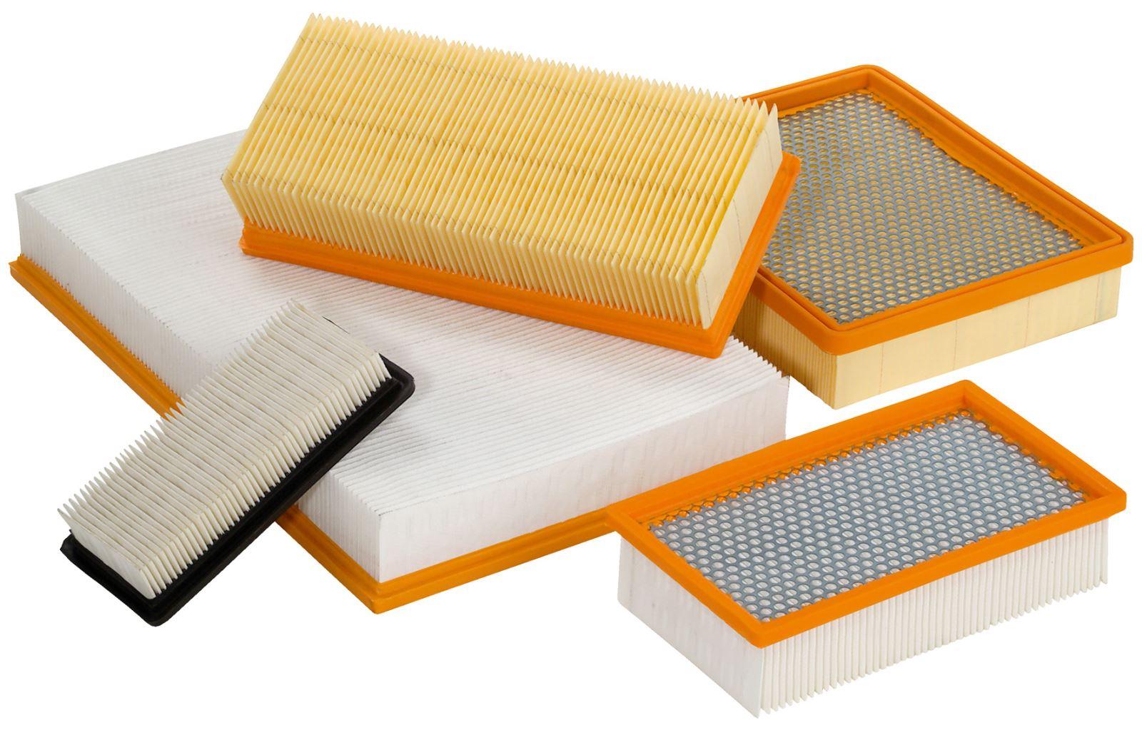 بسیاری از فیلتر های هوا از کاغذ یا اصطلاحا سلولز که با فیبرهای مصنوعی ترکیب شده اند ساخته می شوند.