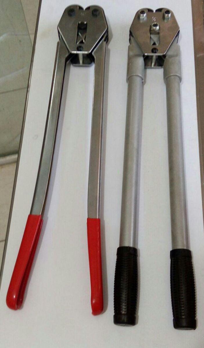در کنار تسمه کش دستی نیاز به یک انبر جهت پانچ ( پرچ ) بست فلزی نیز می باشد.
