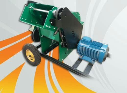 ماشین چف کاتر یک گزینه مناسب برای گلخانه داران به منظور خرد کردن ضایعات گلخانه, برگ خرما, برگ موز و... و تبدیل آن به اندازه های کوچکتر جهت سیلو کردن آسانتر و تسریع عمل پوسیدن می باشد.
