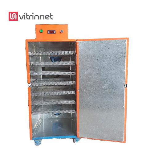 دستگاه خشک کن میوه و سبزیجات دارای 104 عدد سینی و 4 عدد گاری است.