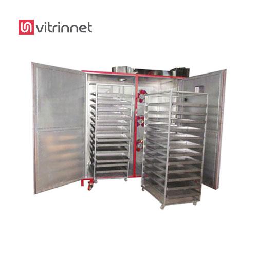 دستگاه خشک کن میوه دارای قفسه های ساخته شده از جنس توری نسوز است.