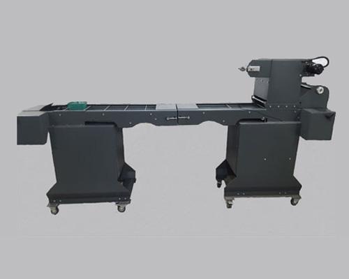 دستگاه سیل پک خطی اتومات مدل پرینتری دارای قابلیت تزریق گاز وکیوم است.