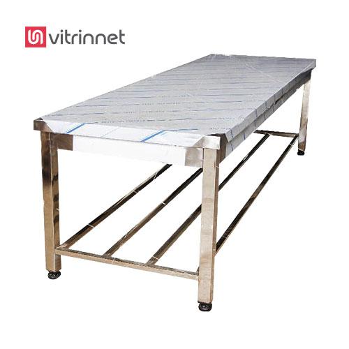 در میزکار با صفحه پلی اتیلن نماها ، طبقات و کلاف پایین میز کار پلی اتیلن ساخته شده است.