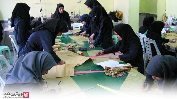 رشته طراحی لباس با سه گرایش طراحی لباس، طراحی چاپ پارچه و طراحی بافت پارچه تدریس می شود