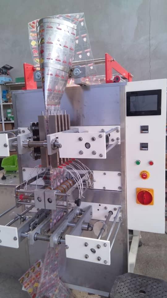 دستگاه ساشه چهار نازله برای مایعات رقیق و غلیظ مورد استفاده قرار میگیرد.