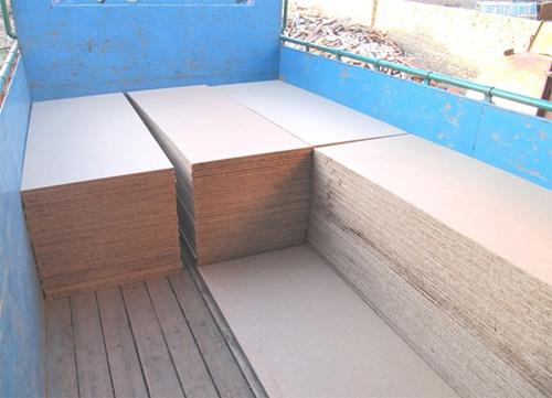 دستگاه پرس نئوپان برای تولید نئوپان در كف تختخواب, داخل كابينت ها و غیره  استفاده میشود