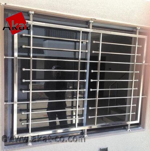 امروز به دلیل استفاده از پنجره های بزرگ در ساختمان های بلند مرتبه خطر سقوط افراد از این ساختمان ها افزایش یافته است به همین جهت استفاده از حفاظ مناسب برای پنجره ها یک ضرورت می باشد