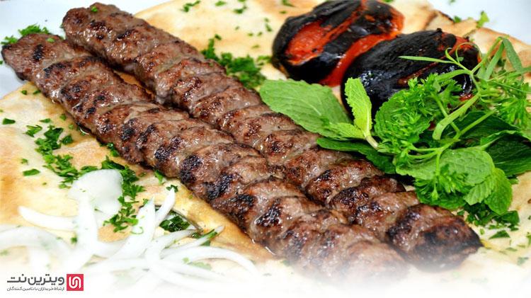دستگاه کباب زن و کباب گیر برای به سیخ کشیدن گوشت چرخ گرده و تهیه کباب کوبیده مورد استفاده قرار می گیرد