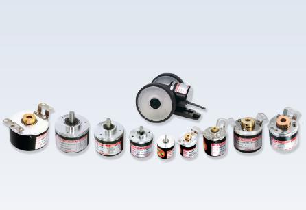 انکودر به تجهیزی گفته می شود که یک حرکت مکانیکی (خطی و دورانی) را به سیگنال الکتریکی تبدیل میکند