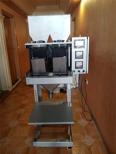 شاسی و بدنه اصلی دستگاه پر کن مواد گرانول دو توزین از جنس آهن است .