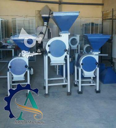 دستگاه آسیاب چکشی مجهز به تیغه های چکشی بهداشتی و انتقال دهنده ی بدون دخالت است .