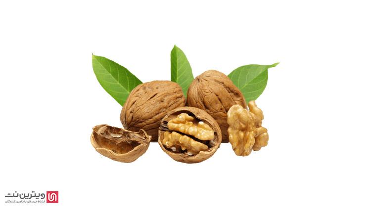 پوست کن های ضربه ای برای میوه های پوست سخت استفاده می شوند و با استفاده از ضربه های چکشی پوسته میوه را شکاف می دهند.