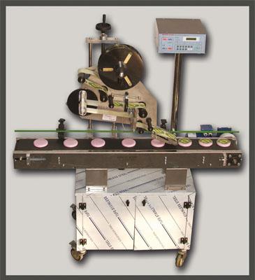 لیبل چسبان از سمت بالا قابلیت اتصال به انواع خطوط پرکن را دارد .
