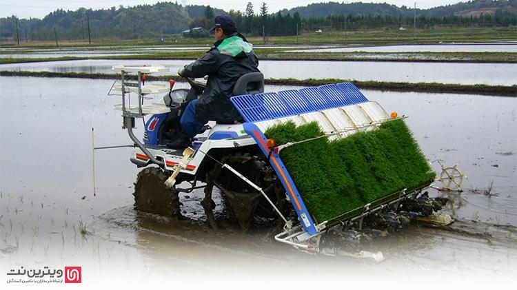 استفاده از نشاکار در کاشت نشا سرعت بیشتری بخشیده و در نتیجه مقدار بازدهی محصول بیشتر میشود.