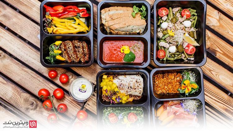 در برخی رستوران ها و آشپزخانه ها تمام مواد اولیه توسط خود مرکز تهیه می شود. در این شرایط برای تهیه انواع آب میوه، سس و رب گوجه فرنگی و همچنین چاشنیهایی همانند نارنج و غوره از دستگاه آبگیری صنعتی استفاده می شود.