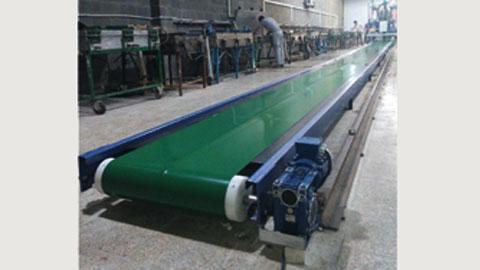 کانوایر تسمه ای مستقیم زمینی جهت انتقال فوم در صنایع مبل , نوار نقاله بارگیری، تسمه نقاله صنعتی، کانوایر